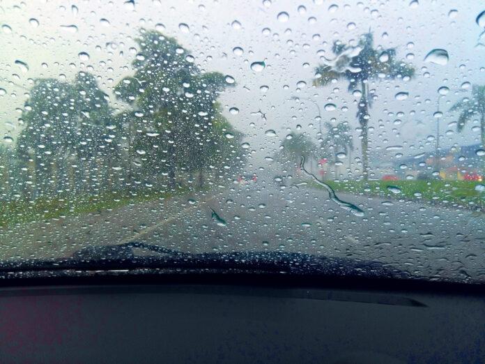 Что делать, если запотели стекла в авто