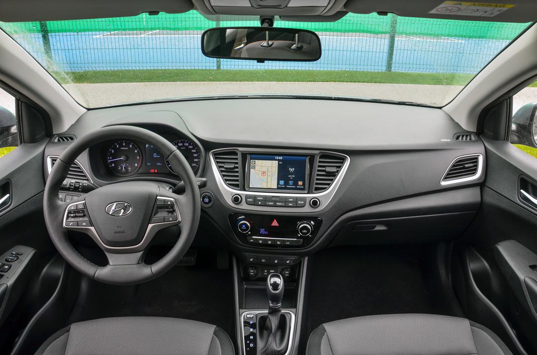 Интерьер Hyundai Accent