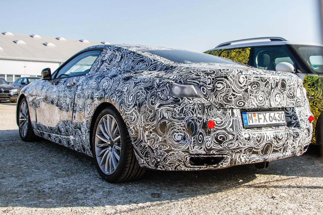 BMW 8-й серии проходит испытания в закамуфлированном виде