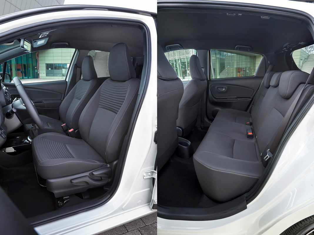 Передний и задний ряд сидений Toyota Yaris 2017