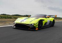 Все 24 экземпляра Aston Martin Vulcan проданы еще в прошлом году (по 2,3 миллиона долларов за штуку). А в эти выходные на фестивале в Гудвуде дебютирует еще более экстремальная версия Aston Martin Vulcan AMR Pro.
