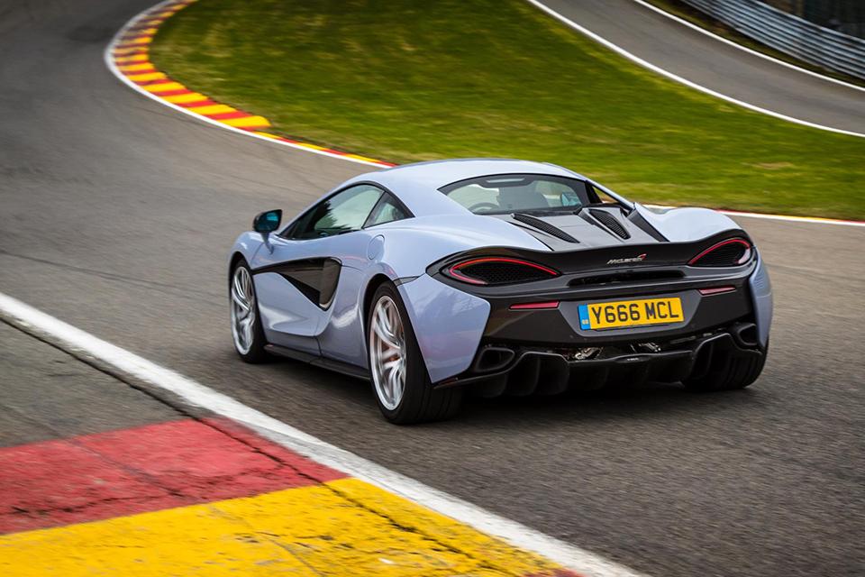 McLaren сделал самый практичный суперкар хардкорнее