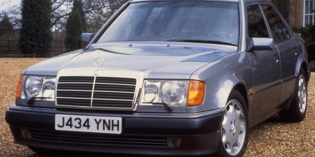 Мистер Бин выставил на аукцион два автомобиля