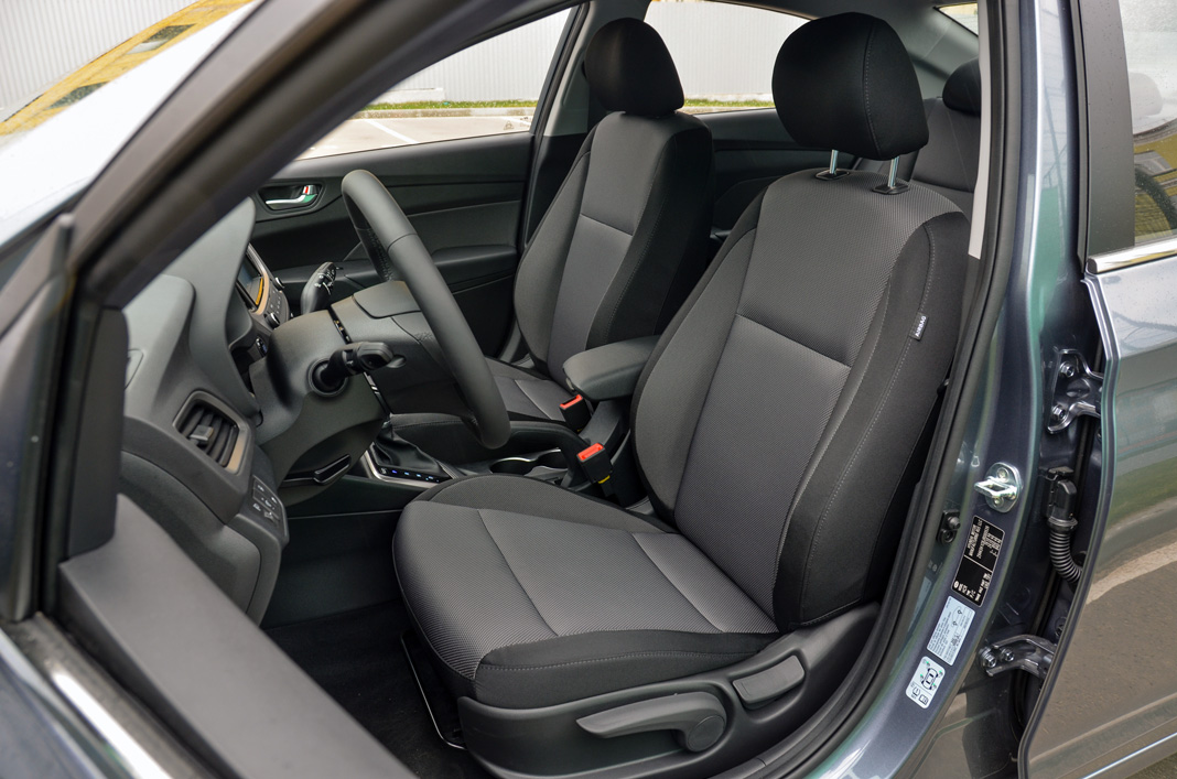 Передние кресла Hyundai Accent 2017