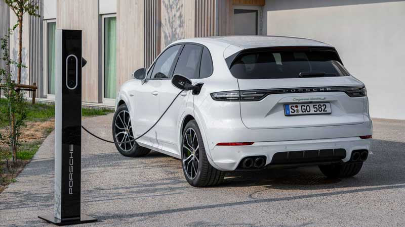 Porsche Cayenne стал гибридом
