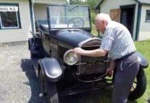 Канадец 70 лет ездит на Ford Model T