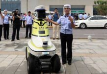 Патрулировать дороги в Китае начали полицейские-роботы