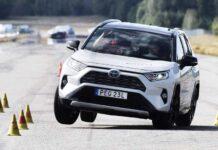 Toyota RAV4 провалил лосиный тест