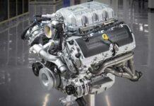 Ford показал ручную сборку своего самого мощного двигателя