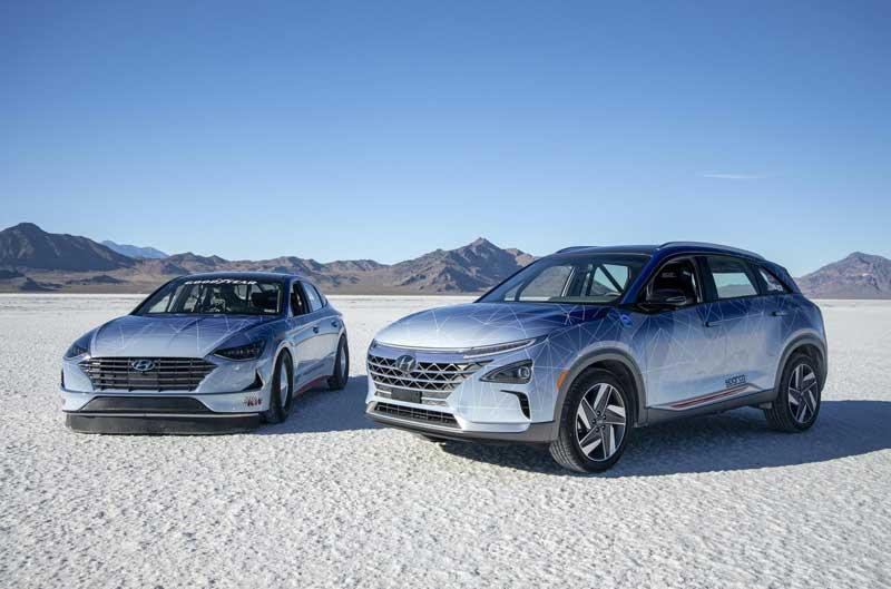 Hyundai установила два