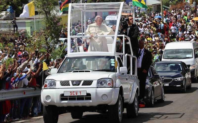 Папа Римский пересел на бюджетный пикап