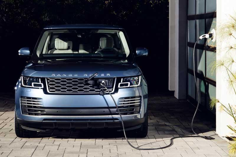Jaguar Land Rover не верит в электрические внедорожники