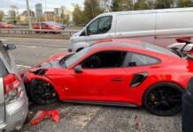 Англичанин взял на тест Porsche 911 GT2 RS и устроил массовое ДТП