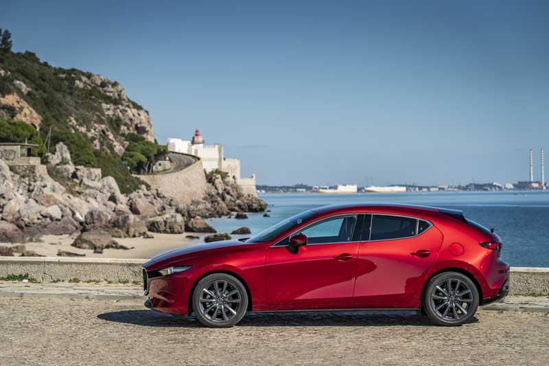 Тест-драйв Mazda3. Дизель или бензин?