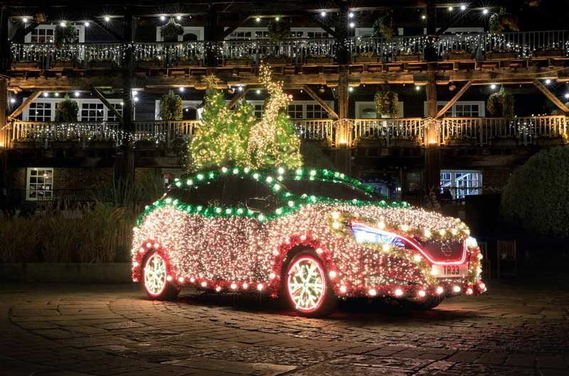 Nissan Leaf превратили в новогоднюю елку