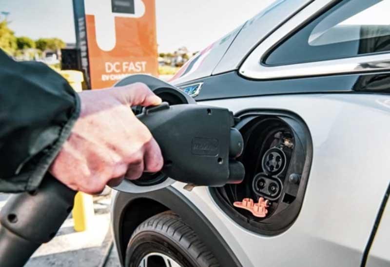 Электромобилям предлагают дать новые льготы и новые налоги