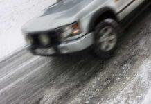 Чем опасен для водителя черный лед и как с ним бороться