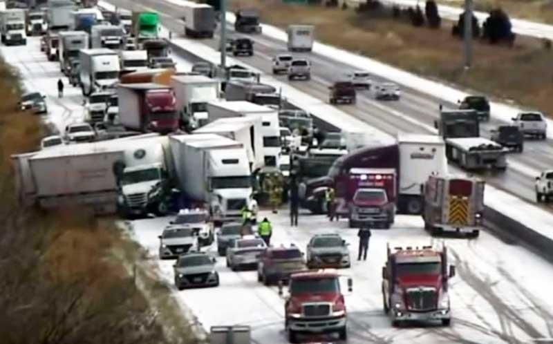 В США из-за снега произошла авария из 50 машин