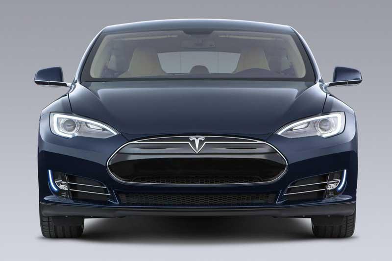 Белорусский электромобиль сравнят с личной Tesla Model S Лукашенко