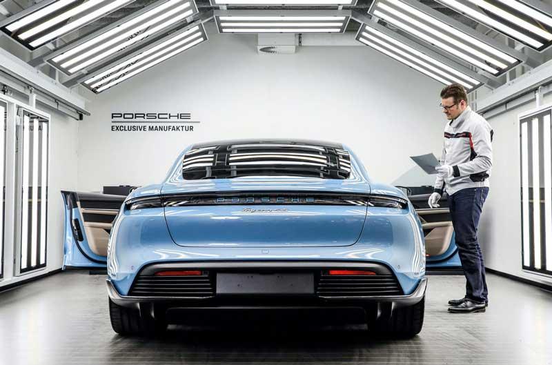 Для Porsche Taycan придумали 90 эксклюзивных опций