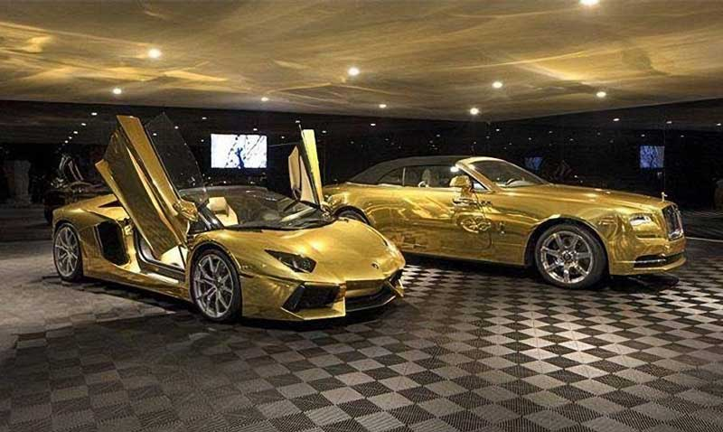 В США продали виллу с двумя золотыми автомобилями в придачу