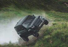 Каскадеры проверили на прочность новый Land Rover Defender