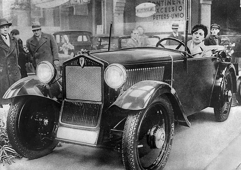 Первый переднеприводный автомобиль