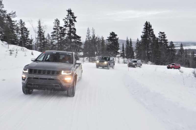 Jeep похвастался тестами гибридных внедорожников