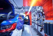 BMW останавливает производство в Европе и ЮАР