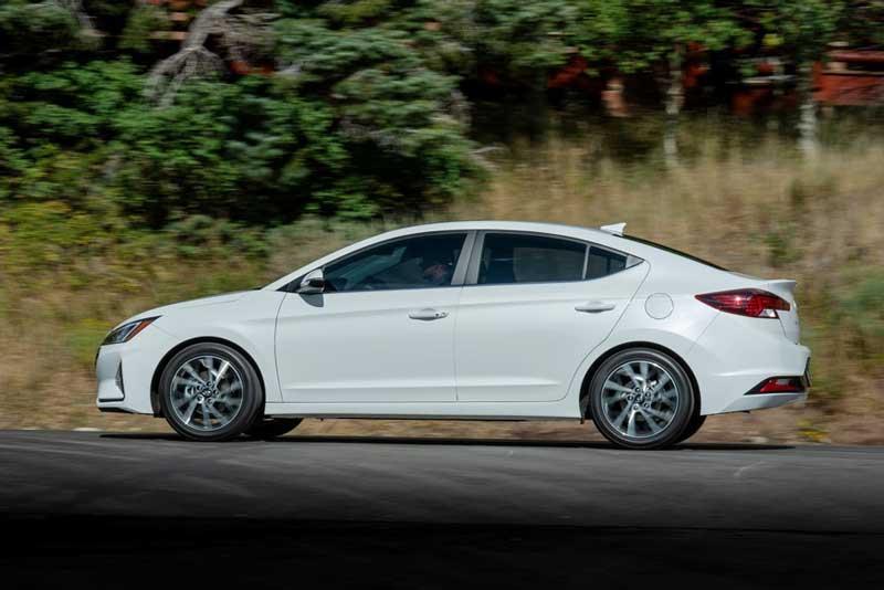 Фотошпионы заглянули в салон новой Hyundai Elantra