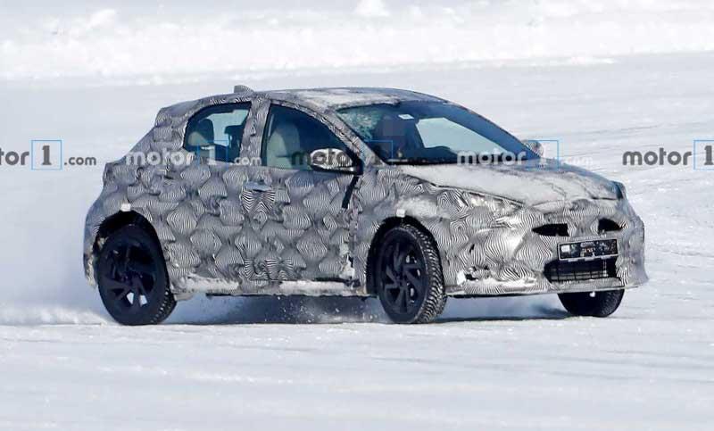Кросовер Toyota на базе Yaris вышел на зимние тесты