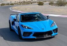 Новый Chevrolet Corvette шокировал покупателей кривыми швами