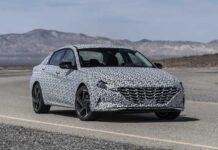 """Hyundai впервые показал """"подогретую"""" Elantra нового поколения"""