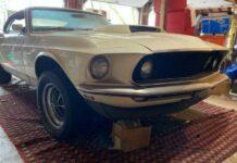 На eBay продают Ford Mustang, простоявший 39 лет взаперти