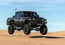 1000-сильный Jeep Gladiator отправили покорять пустыню