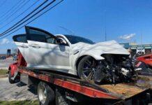 BMW M5 разбили о столб сразу после покупки