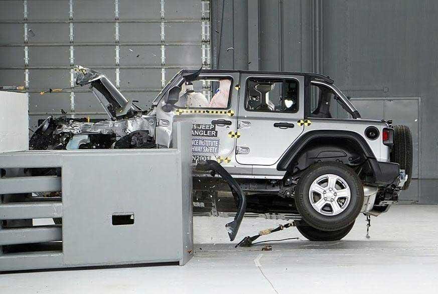 Jeep Wrangler провалил краш-тесты в США