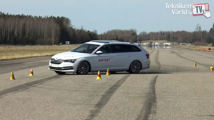 Skoda Superb и VW Passat не справились с «лосиным тестом»