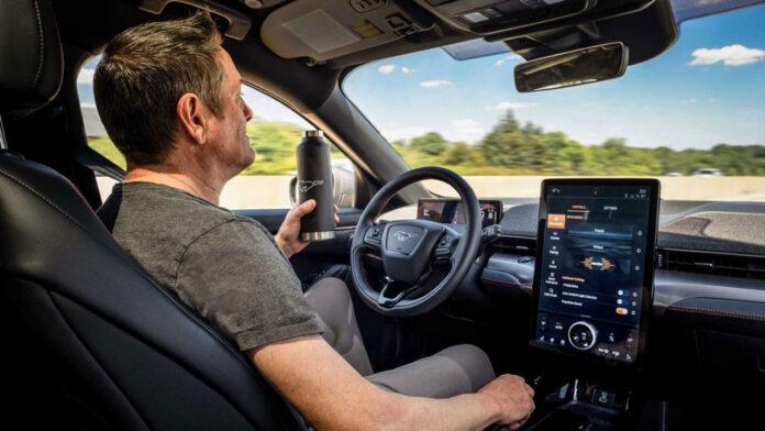 На электрическом Ford Mustang Mach E можно будет ездить без рук