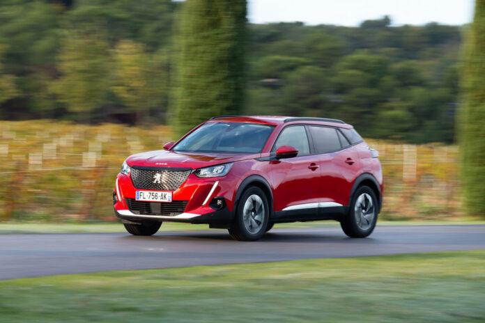 Peugeot 2008 теперь доступен и с