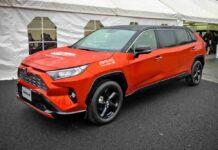 Сотрудники завода Toyota построили лимузин из кроссовера RAV4