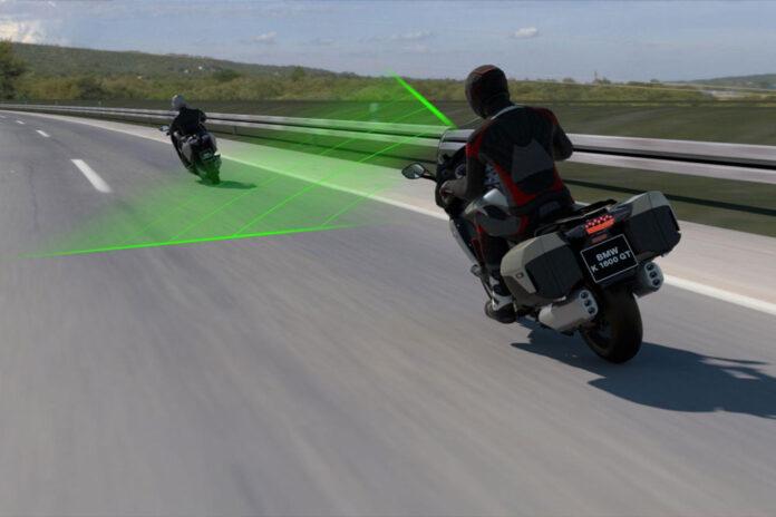 BMW оснастит свои мотоциклы адаптивным круиз-контролем