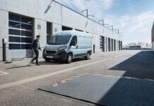 Peugeot представил электрический фургон e-Boxer