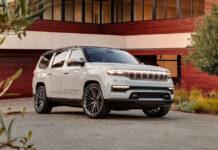 Jeep Grand Wagoneer дебютировал с тремя рядами и семью экранами