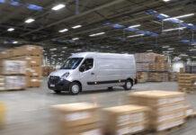 Фургон Opel Movano едет в Украину