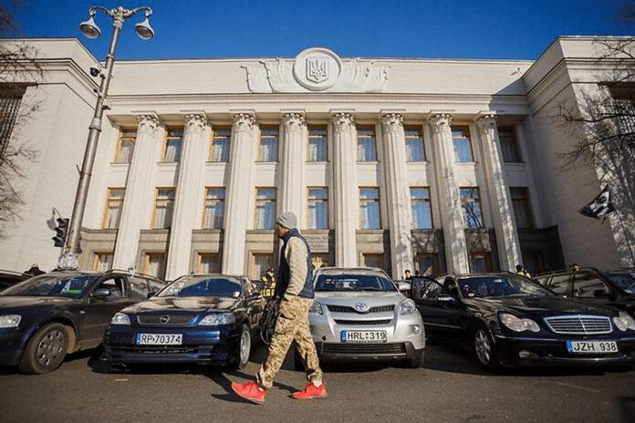 Водителям «евроблях» массово выписывают штрафы по 170 000 грн