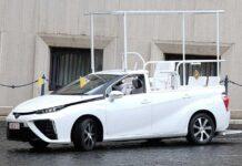 Папа Римский пересел на водородный автомобиль