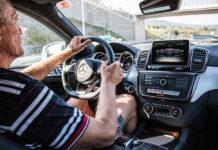Кто опаснее на дороге - молодые или пожилые водители?
