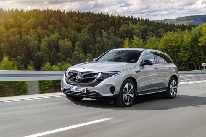 Mercedes-Benz везет в Украину электрический кроссовер EQC.