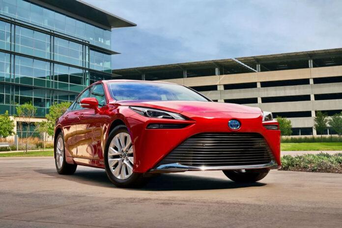 Toyota раскрыла характеристики нового водородного седана Mirai